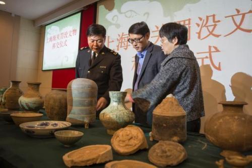 天津海关向天津市文物局移交974件文物
