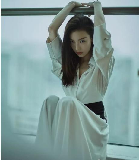 倪妮最新写真曝光 演绎现代女性