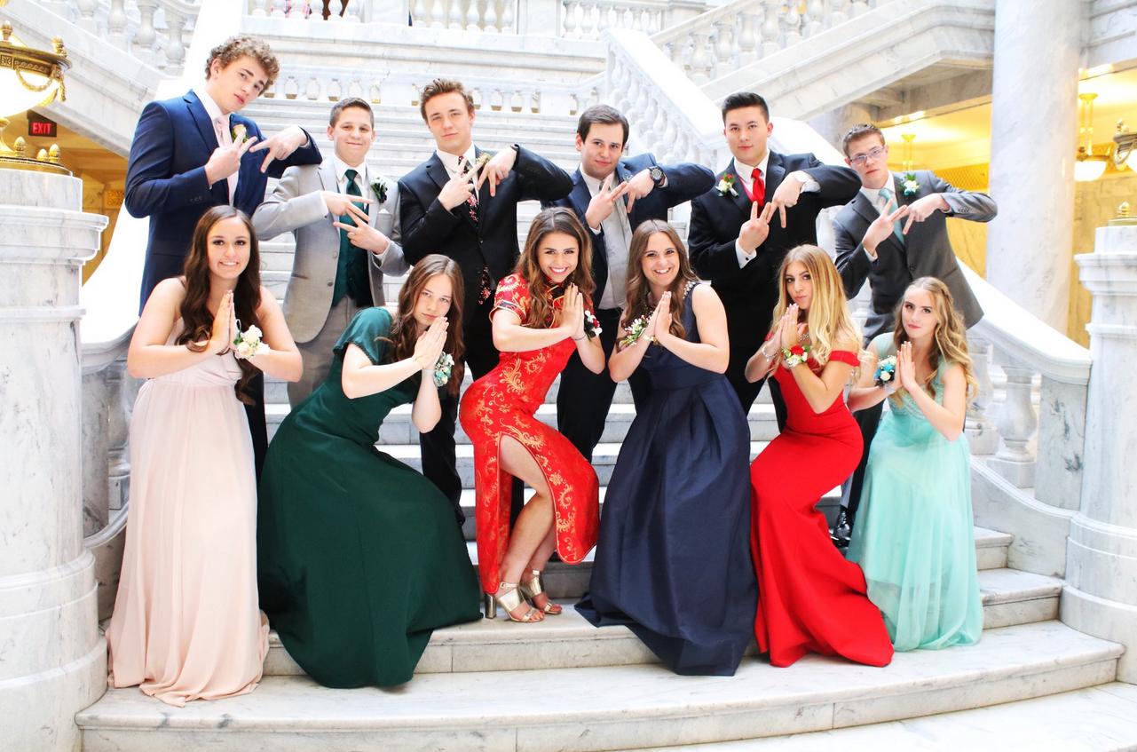 美国女孩穿旗袍引争议 不是华人就不该穿旗袍吗?