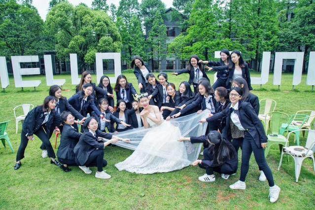 全班拍婚纱毕业照