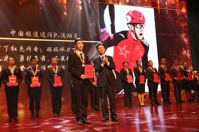 武大靖一天获两大奖 与柯洁成体育圈内唯二入选的运动选手