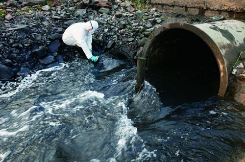 江苏省连曝环境污染问题 掘地30米埋暗管排污