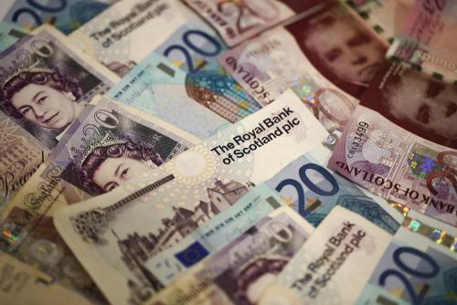 欧元进入艰难时期 英镑暂得一个喘息机会