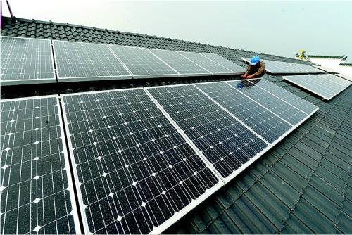 特斯拉:发布能伪装成普通屋顶的太阳能电池面板