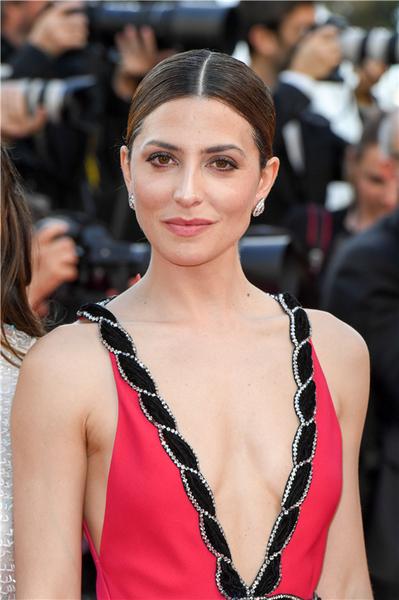 班牙著名演员Bárbara Lennie佩戴CHAUMET珠宝现身戛纳电影节红毯