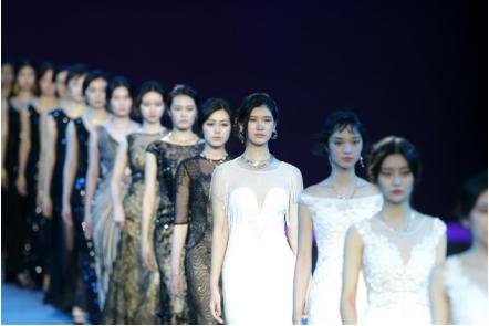 新金珠宝亮相2018武汉时尚艺术季的舞台 完美演绎了艺术与文化的碰撞