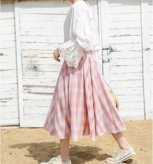 今夏流行单品格子裙搭配技巧