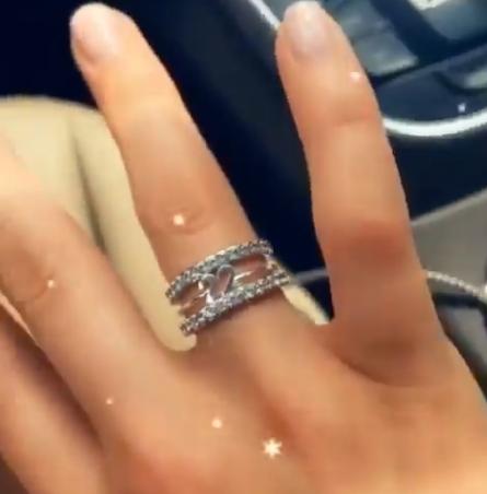 小南斯求婚成功 其女友晒无名指钻戒