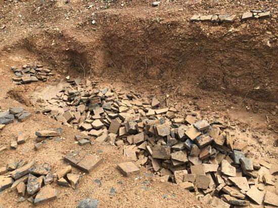 公开兜售汉砖 古墓群遗址该不该保护?