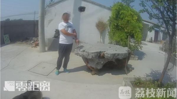 为装扮花园 男子偷走两吨重奇石