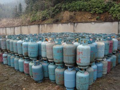 县质监局开展液化气充装站进行安全检查