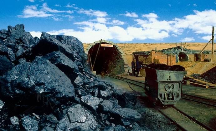 2017年全国能源消费煤炭所占比重下降1.7%