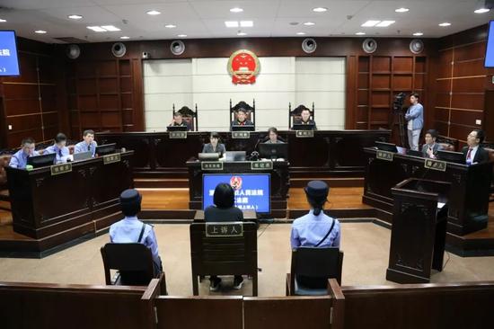 杭州保姆纵火案二审 称因摔倒导致未能用水桶灭火