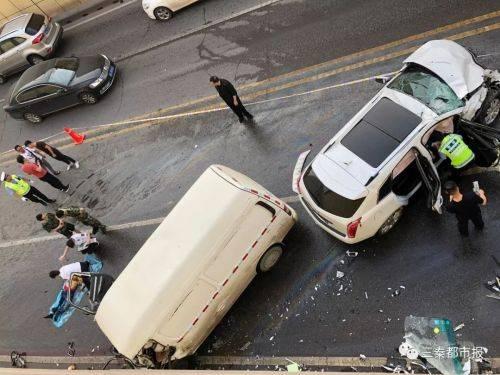 西安玉祥门车祸 这起交通事故发生过程仅5秒钟