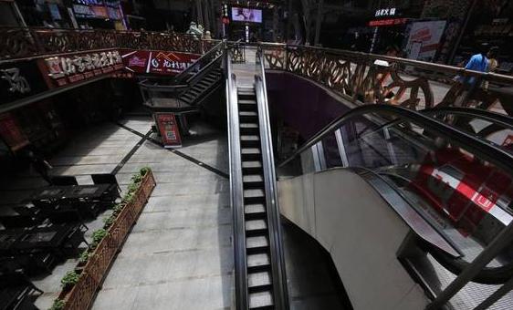 重庆现最苗条电梯 每层阶梯只能容得一人