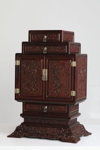 """红木家具价格 """"小叶紫檀满雕云龙小柜""""多少钱?"""