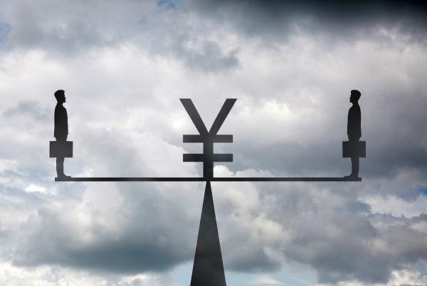 """被动贬值""""叫苦""""!人民币汇率何去何从?"""