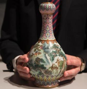 乾隆年间珍稀瓷质花瓶将于苏富比拍卖行