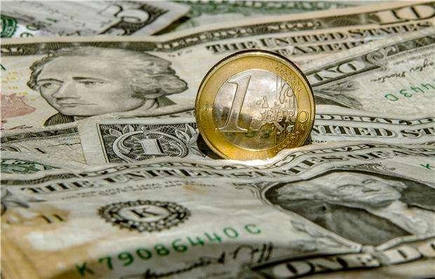 """美联储纪要暗示""""很快""""再加息 英镑跌至今年低点"""