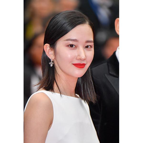 韩国演员全钟淑佩戴CHAUMET珠宝出席戛纳首映礼红毯