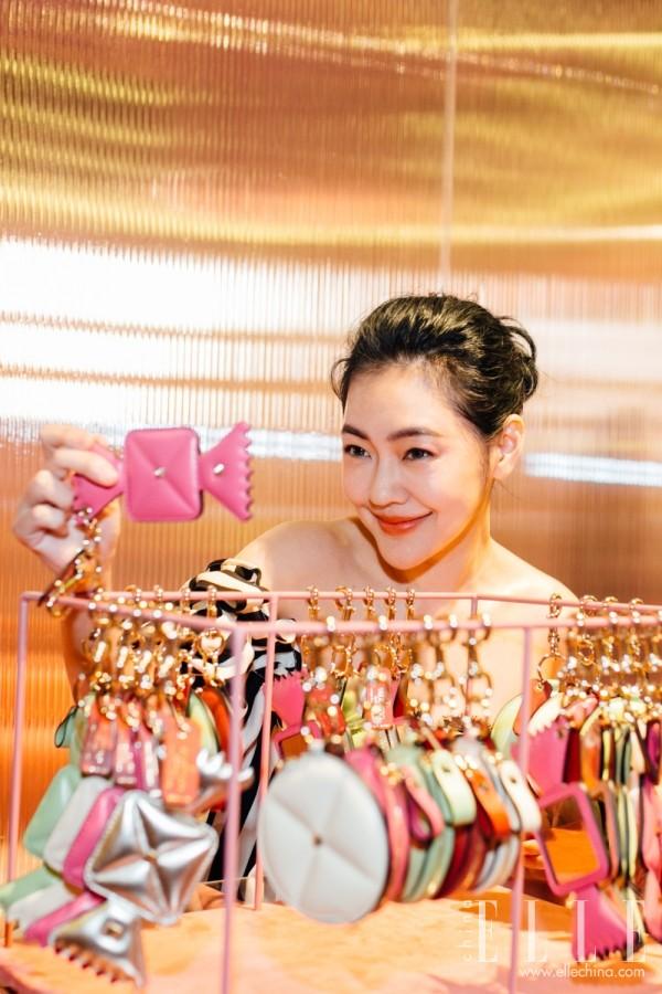 杨幂、小s都爱的糖果钉包 浪漫的气氛让你时髦度瞬间满分