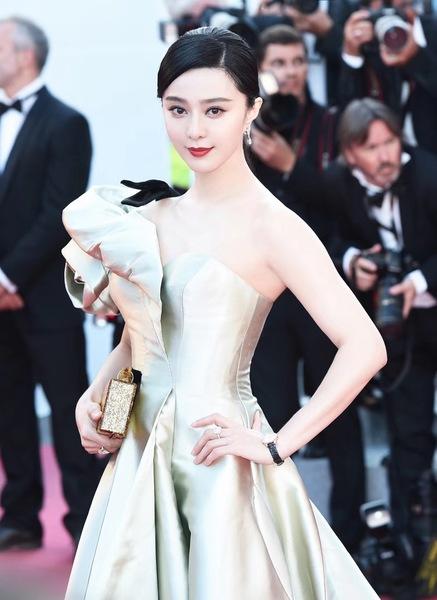范冰冰佩戴万宝龙宝曦系列日历自动上链腕表现身第71届戛纳电影节