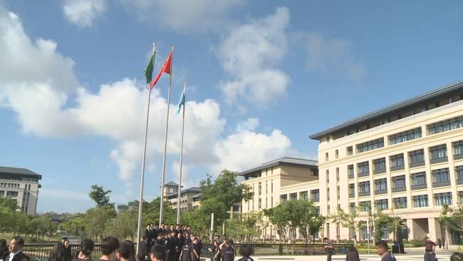 澳门大学升国旗 800多名师生见证了这一历史时辰