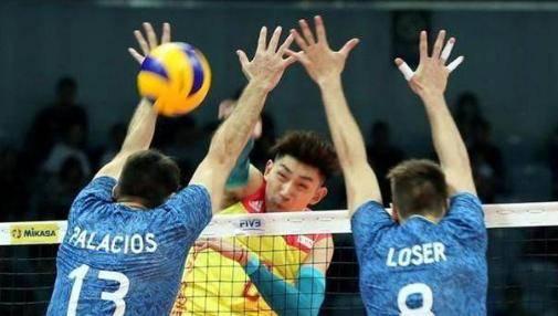 中国男排以0:3告负美国