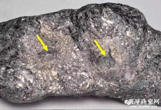 黑色云母岩仿冒祖母绿原石 值得检测界同行警惕!