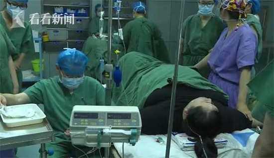 381斤产妇产下巨婴 新生儿重达9斤8两