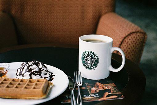 """咖啡界网红瑞幸""""碰瓷""""星巴克 咖啡外送是门好生意吗?"""