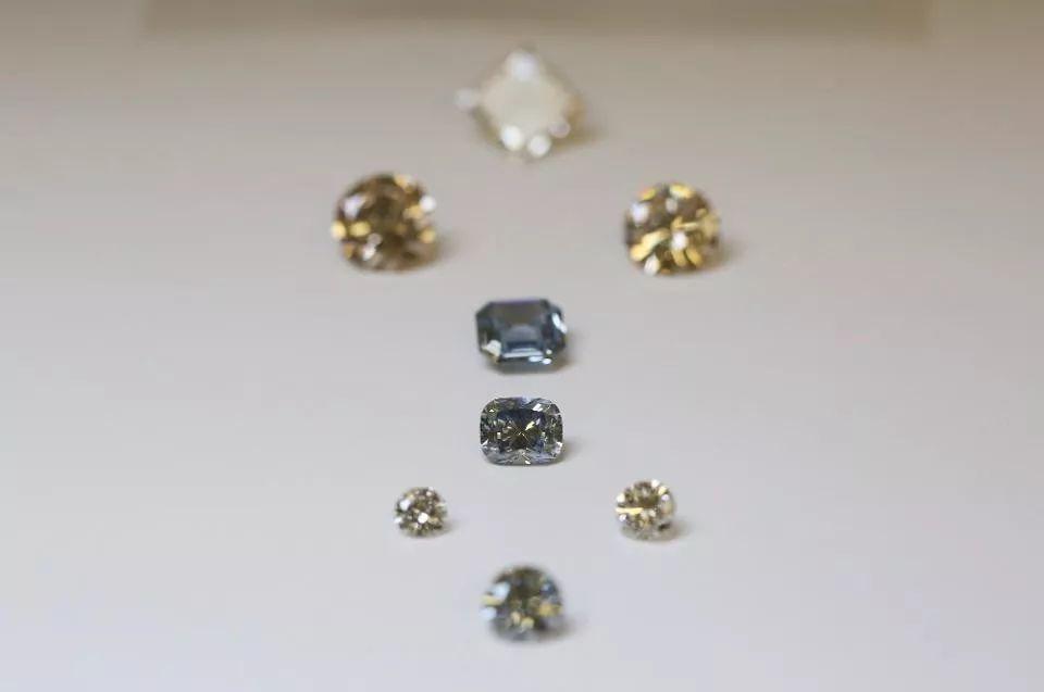 钻石巨头戴比尔斯为何拉下脸面来售卖人造钻石