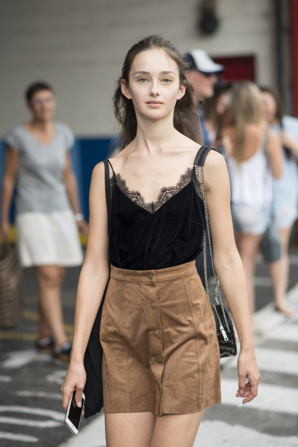 减龄又显瘦的神器A字短裙 显瘦显高就是这么简单