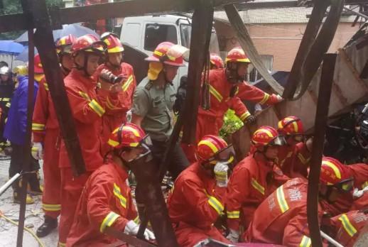深圳发生雨棚坍塌 致4人死亡2人受伤