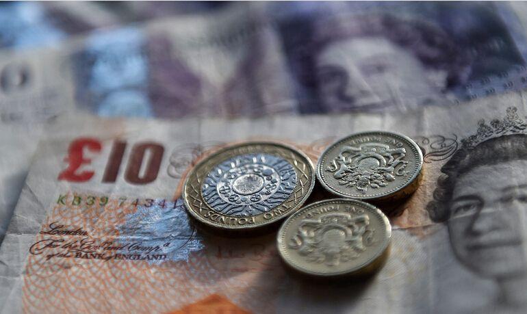 英国服务业5月增长加速 但脱欧忧虑仍存英镑承压