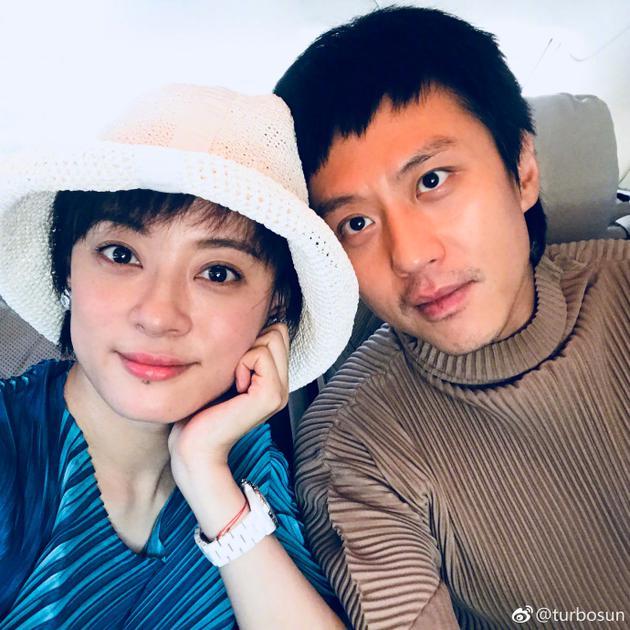 孙俪邓超七周年结婚纪念日 狗粮撒满地