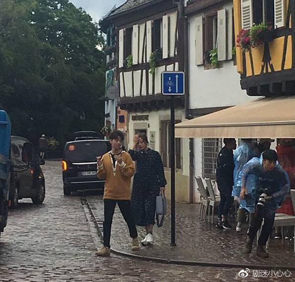 赵薇王俊凯逛菜场被拍 《中餐厅2》你期待吗?