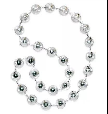 日本时尚界新浪潮的掌门人山本耀司:一个讨厌珠宝却为珠宝而生的人