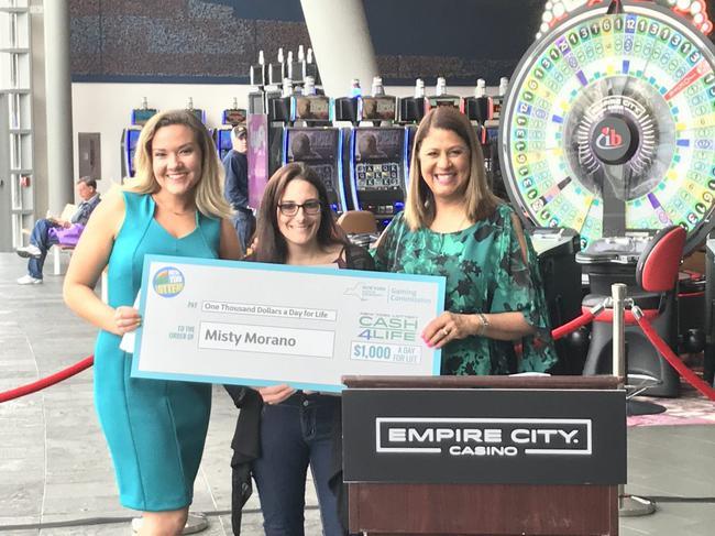 美国一女子喜中700万美元大奖 直到2个多月后才现身领奖