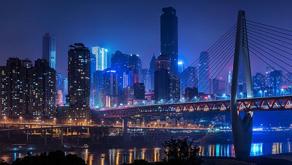 重庆8栋大楼连在一起 不用下到地面就能在塔楼之间穿梭