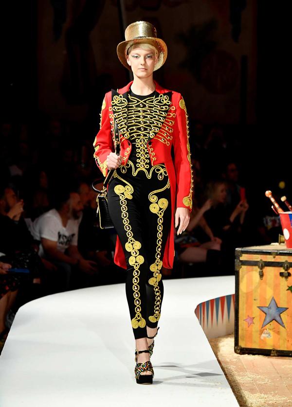 Moschino(莫斯奇诺)于洛杉矶发布2019春夏男装女装秀