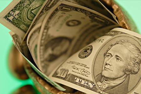 美联储加息提振美元 美对华关税清单再惹争议