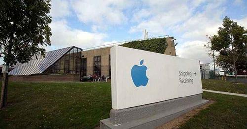 苹果修复iPhone漏洞 引发关于政府是否有权访问用户个人设备争论