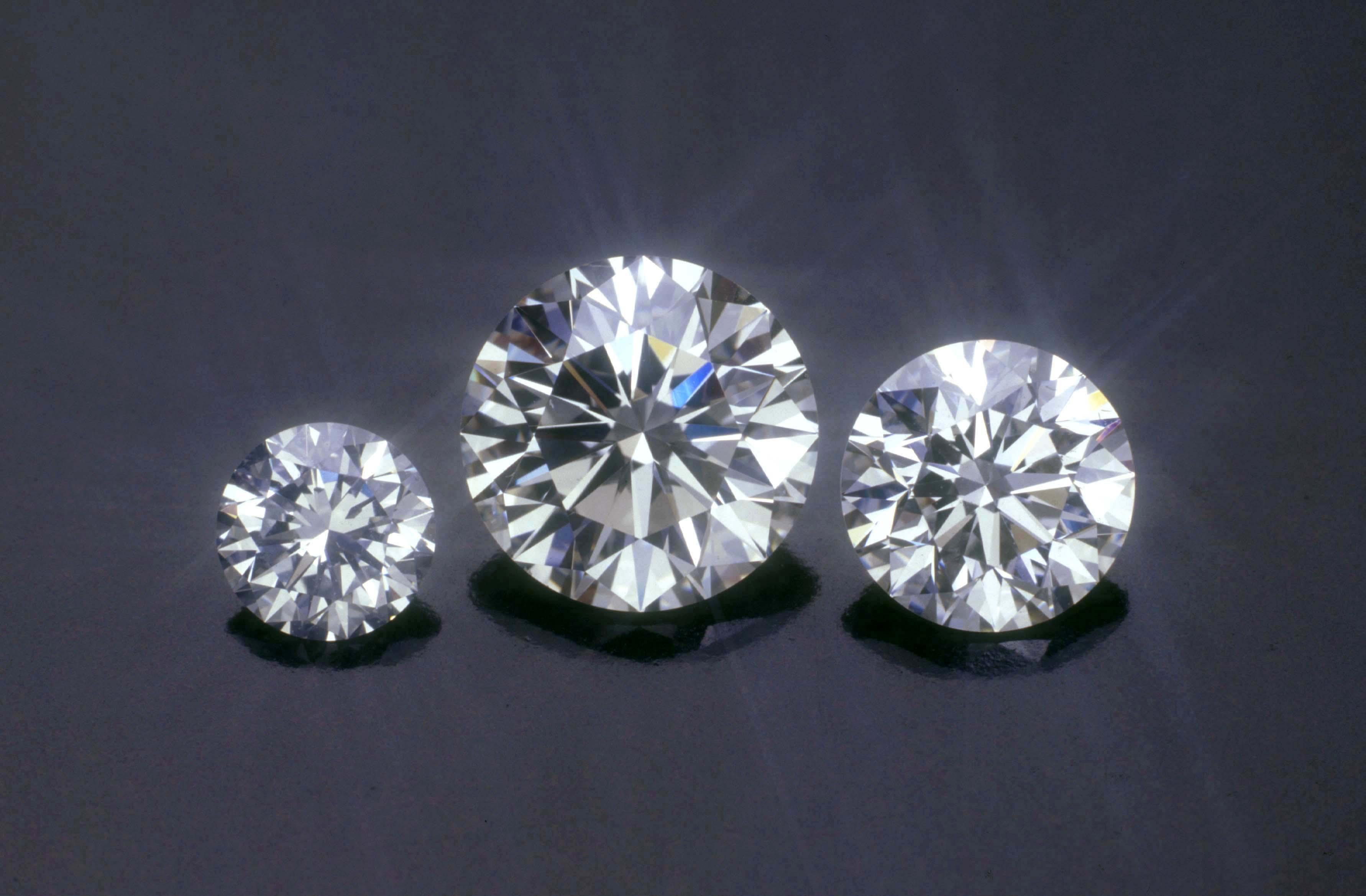 影响钻石升值的因素有哪些