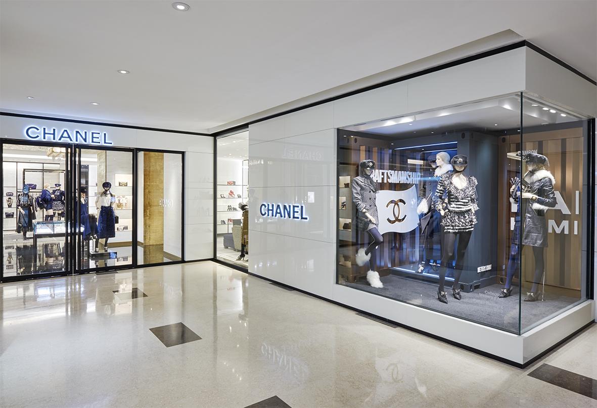 香奈儿北京国贸店:中国首家集精品、腕表与高级珠宝及香水与美容品三大品类的店铺