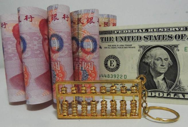 美国加息,中国香港跟了:我们要不要屯点美元?