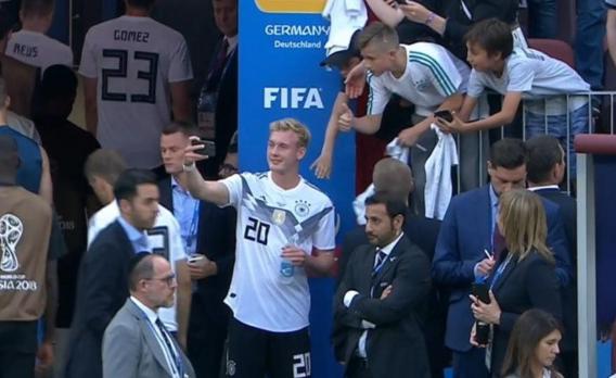 赛后自拍惹争议 这一行为惹得德国球迷非常生气