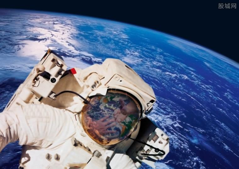 太空玩一圈售3亿 这注定只是土豪们的游戏
