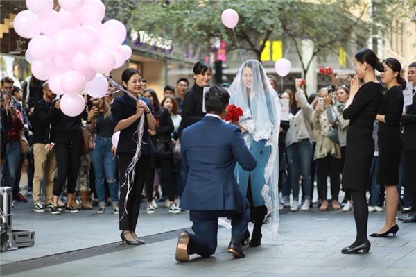 Golston珠宝悉尼店助力情侣浪漫求婚 引无数人围观拍照