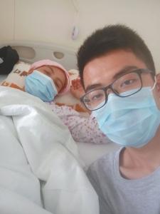 被确诊为急性髓系白血病 大学生休学照顾母亲